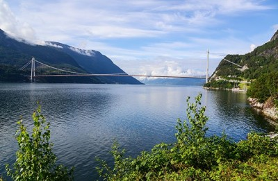 Hardangerbrua over Hardangerfjorden. (Foto: Knut Opeide)