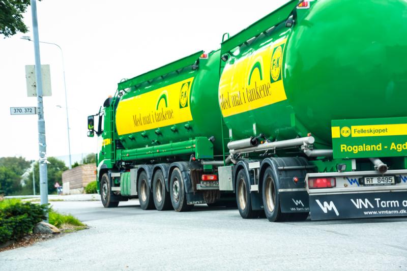 Eit omfattande logistikknett syt for å forsyna bønder med kraftfôr til dyra. Foto: May-Linda Schjølberg